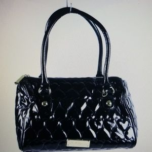 Betsy Johnson gloss blk heart quilted purse